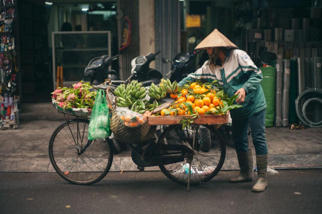 Marchand de fruits à Hanoi