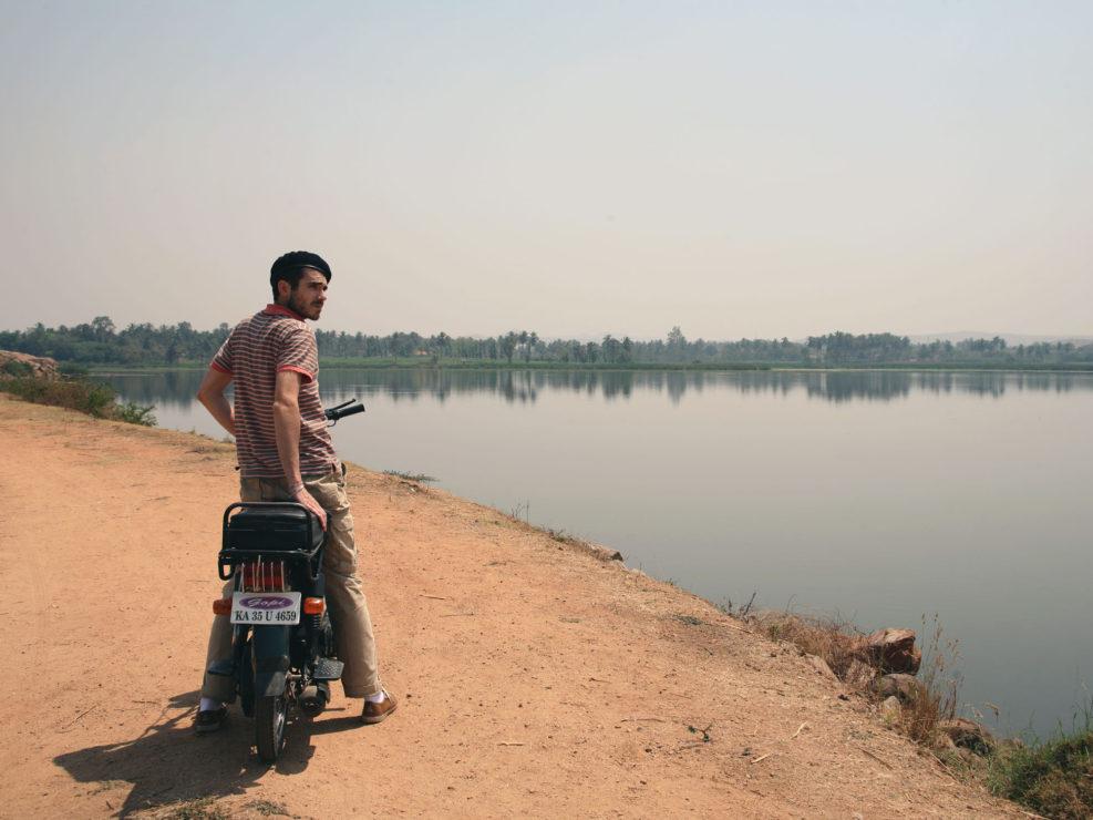 Parcourir les environs d'Hampi à moto