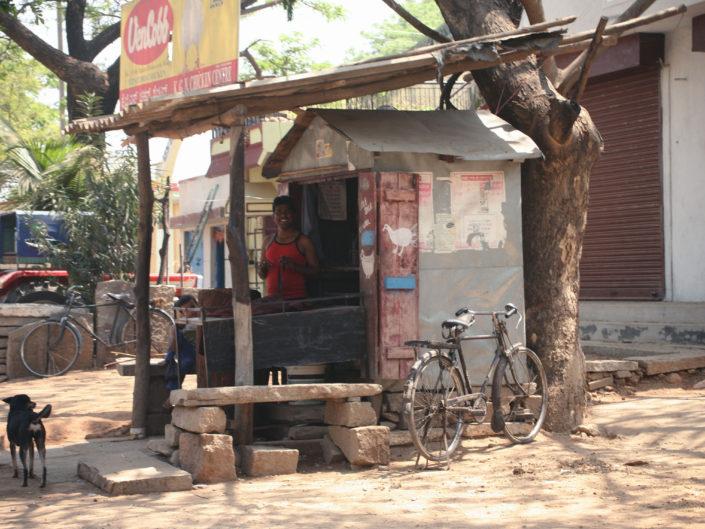 Vendeur de poulet en Inde